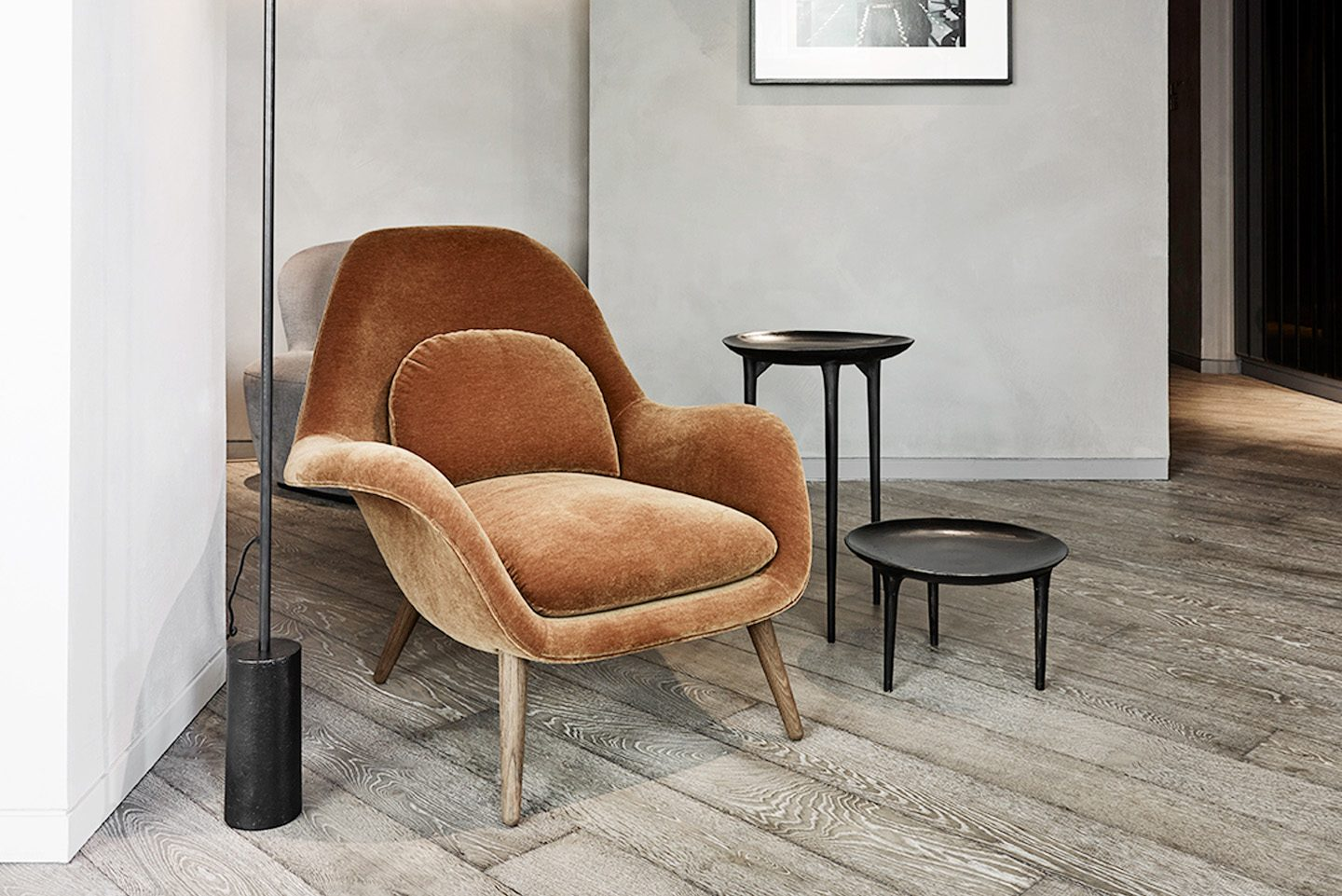 FREDERICIA SWOON LOUNGE CHAIR IN CARAMEL UPHOLSTERY