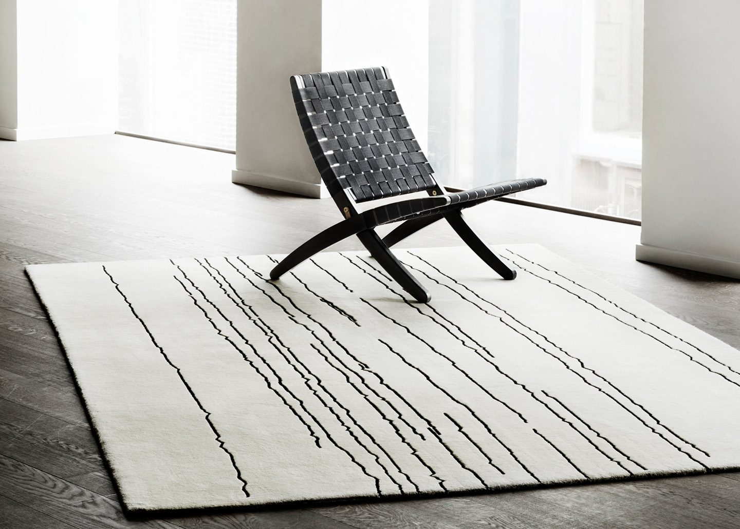 WOODLINE RUG WHITE WITH BLACK LINES BY CARL HANSEN