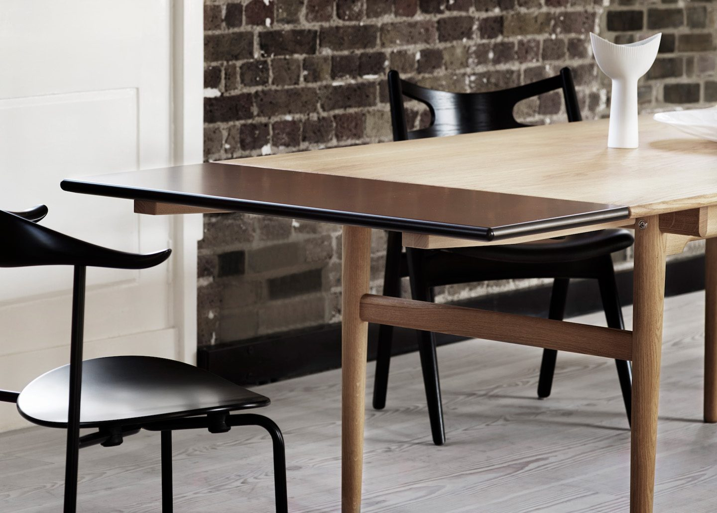 CH327 DINING TABLE AND EXTENSION LEAF EX-DISPLAY BY CARL HANSEN