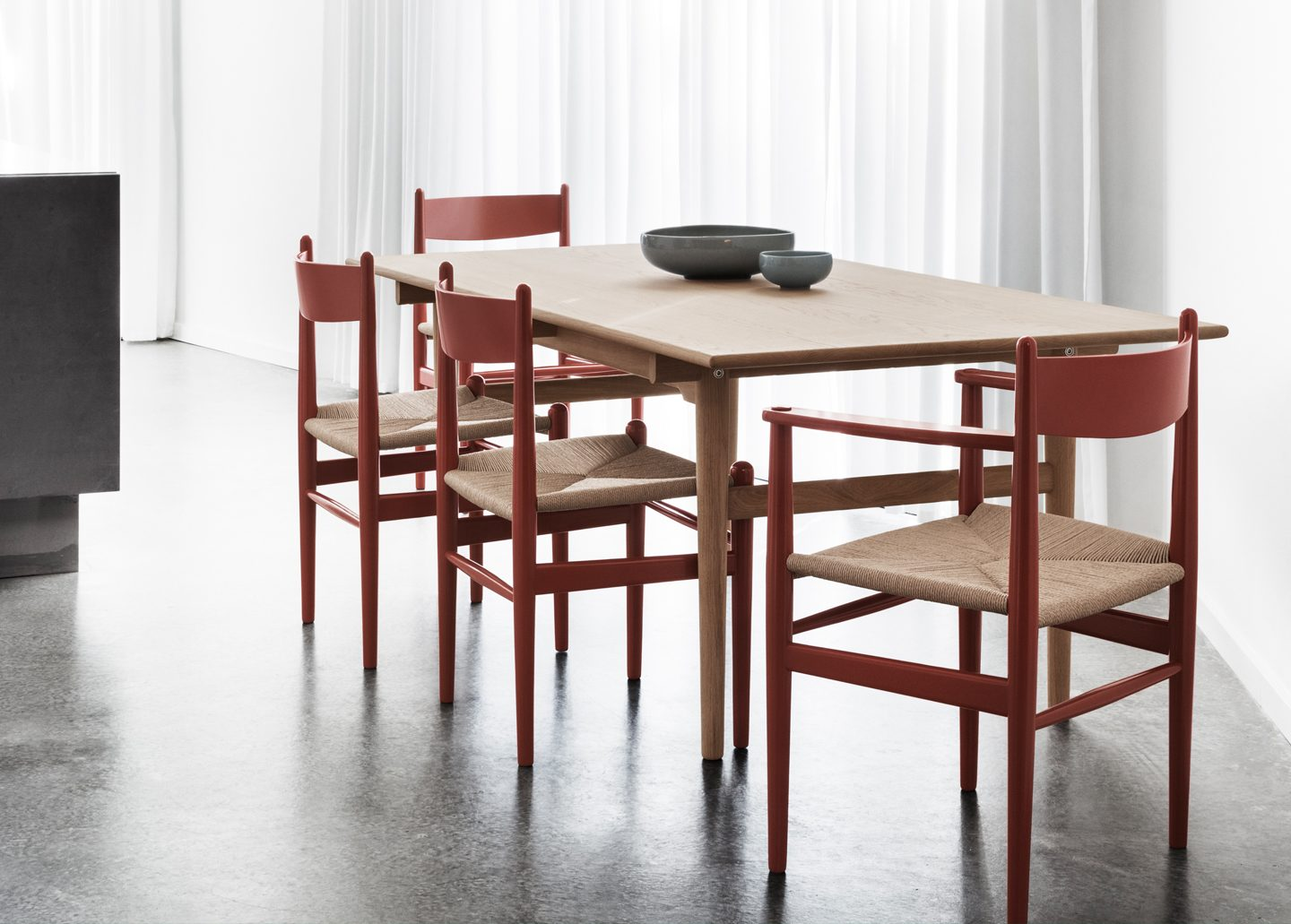 CH327 DINING TABLE EX-DISPLAY BY CARL HANSEN