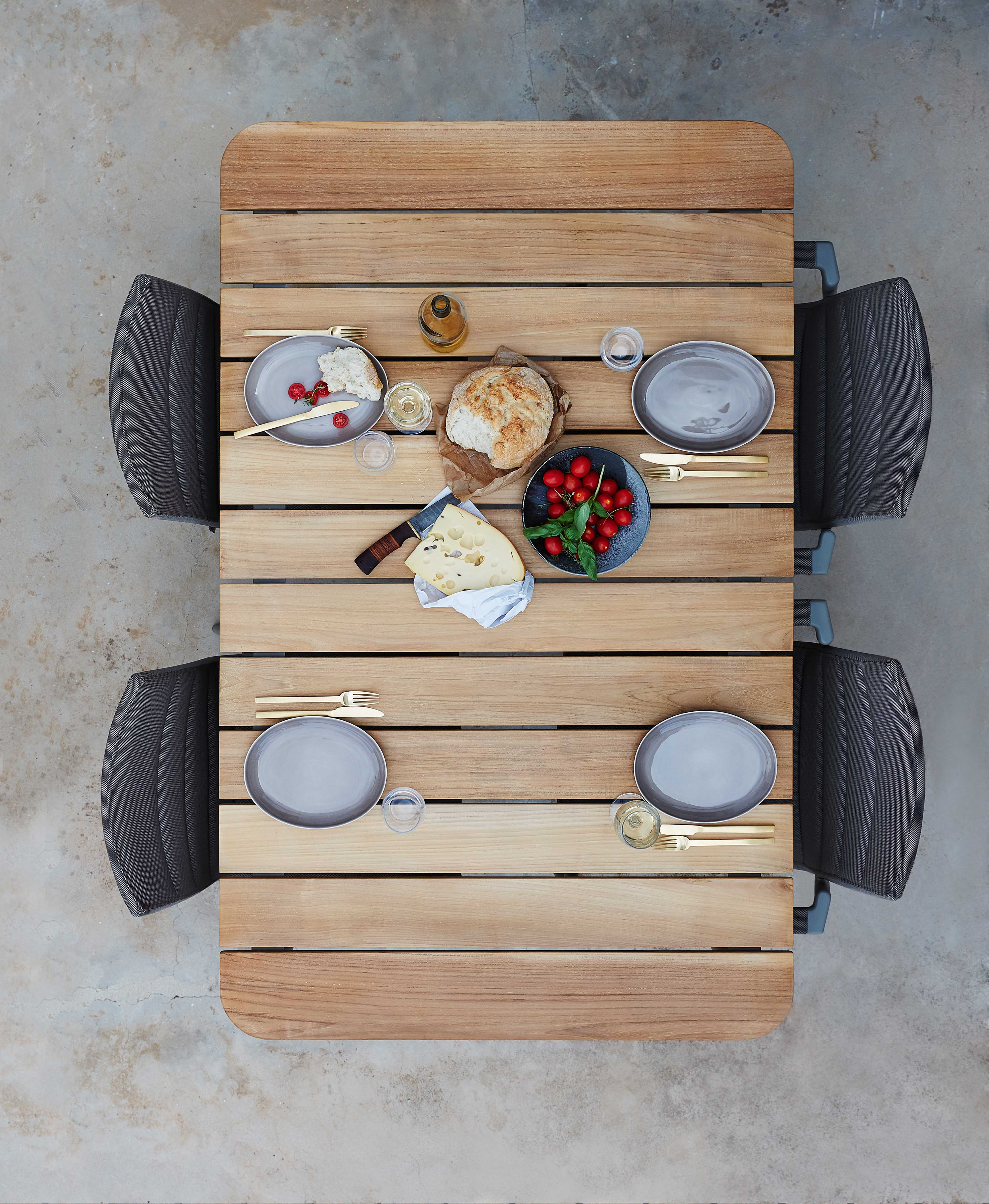 core-outdoor-table